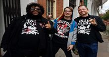 Headlies: Thousands Of Fans Wear The Same Bullet Club Shirt To Wrestlemania