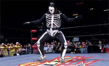 Headlies: La Parka Serves As Official Chair Inspector At TLC